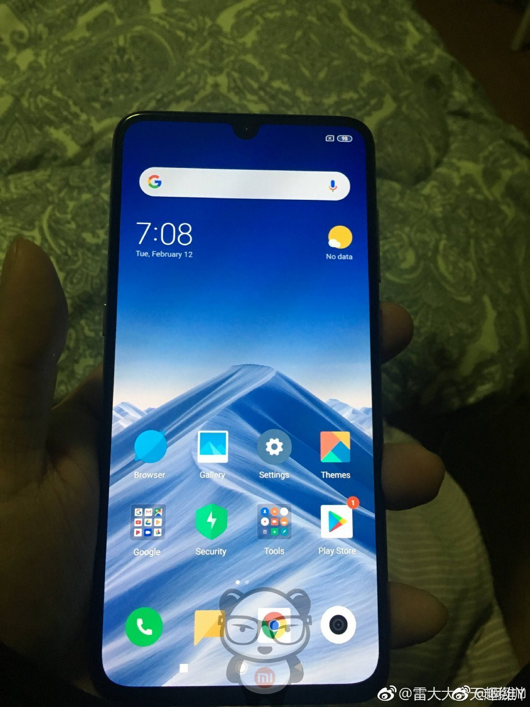 Xiaomi Mi 9 hands-on images reveal a waterdrop notch & triple cameras 1