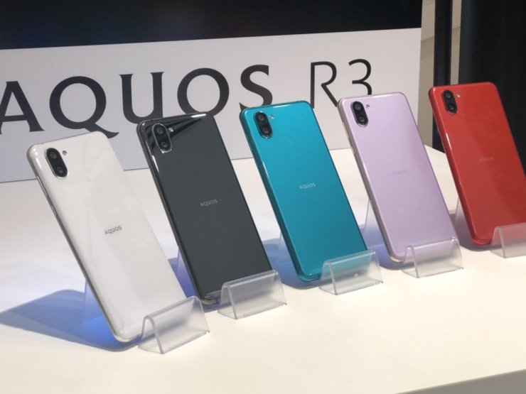 Sharp Aquos R3 has a 120Hz display with two notches 5