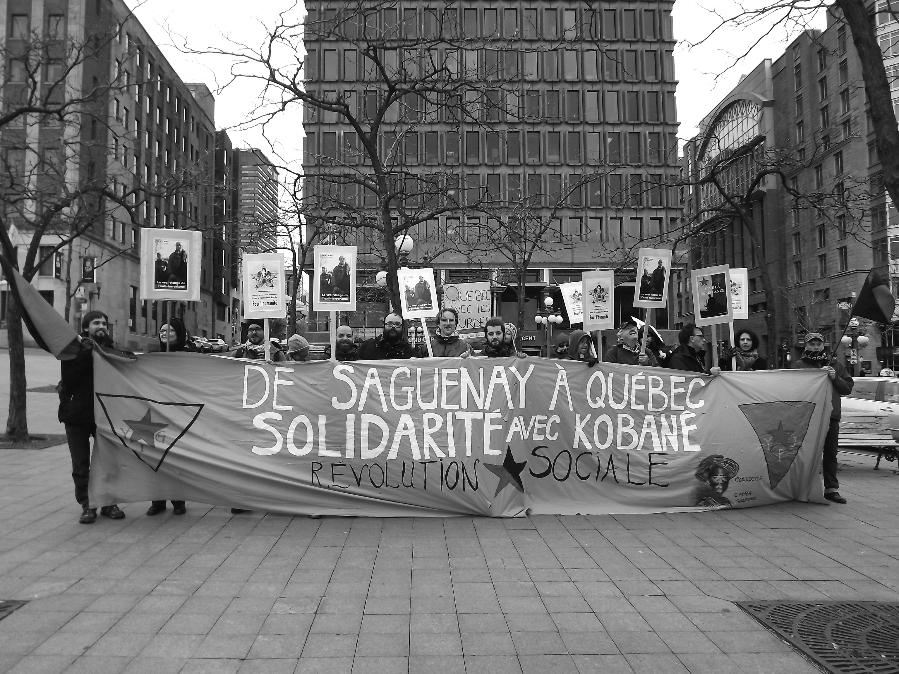 Le collectif Emma-Goldman du Saguenay est venu se joindre aux gens de Québec pour soutenir la résistance Kurde. Photo: Collectif Emma-Goldman