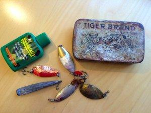 En sportfiskares nödutrustning. Foto Lillhärdals fvo