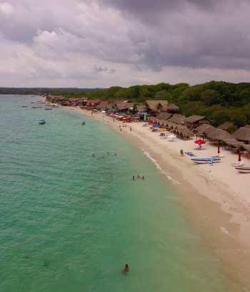 Playa blanca en Isla Baru, muy cerca de Cartagena