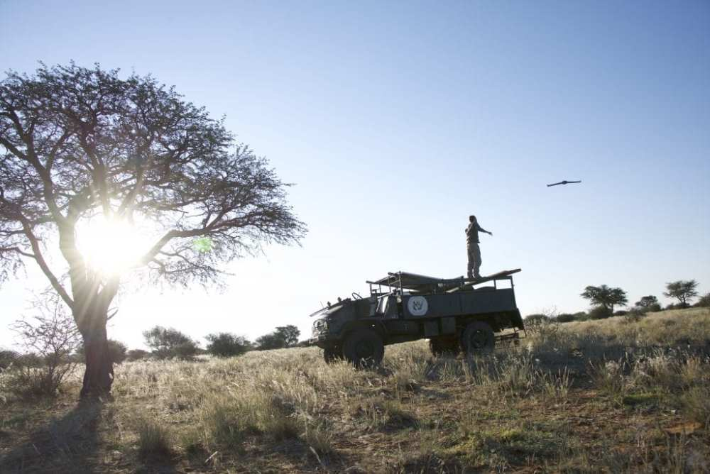Counting animals in wildlife reserves with the help of drones: the SNSF-funded research team tests their new technique on the ground in Namibia.