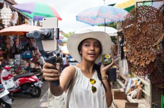 DJI reveals new Osmo Mobile 2 gimbal stabilizers ahead of CES 2018 0000