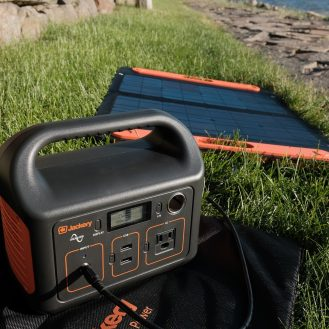 DroneDJ review of the Jackery 240W Battery Charger and Solar Panel 0011