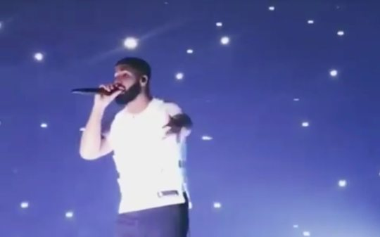 Lucie micro-drones dance with Drake in songs Elevate and Look Alive during show in Detroit 0005