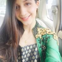 Mawra Hocane selfie in car