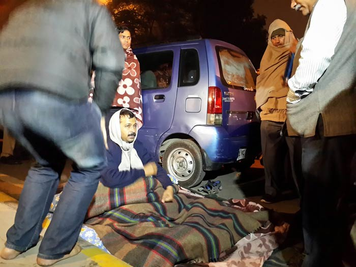 Kejriwal sleeping on the streets of Delhi, protesting over control of the Police by the central government