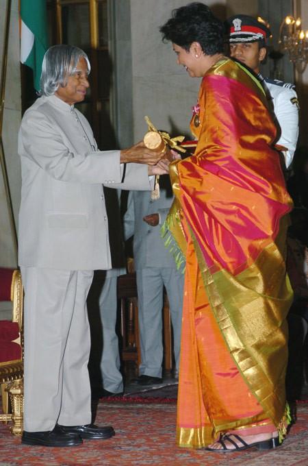 Indra Nooyi recieved Padma Bhushan by APJ Abdul Kalam