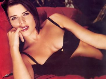 85. Neve Campbell
