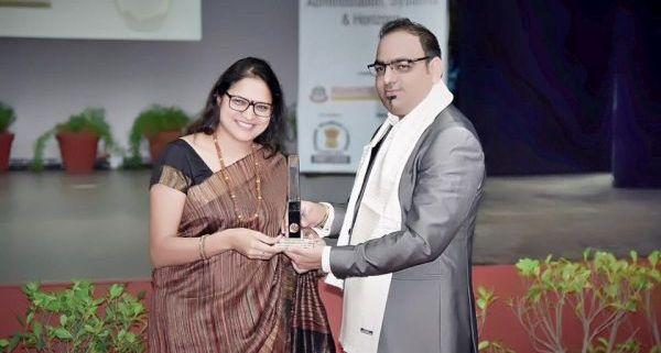 Vice chancellor of Lovely Professional University - Ms Rashmi Mittal felicitated Dr Prem Jagyasi as guest of honour