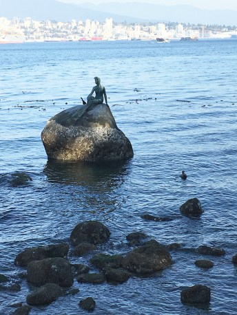 I thought this was a statue of a mermaid. Turns out it's a girl in a scuba suit. (Mermaid would've been better.)