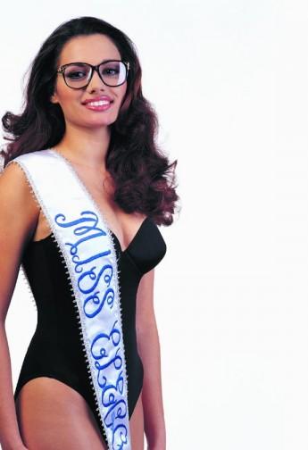 Una Miss con gafas, otro soporte gráfico de una idea