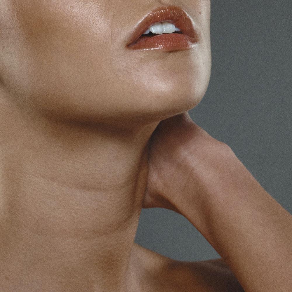 бръчки на шията