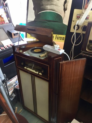I'd love to have this stereo...