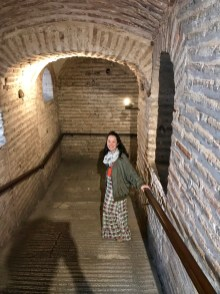 Anna in the slippery hall