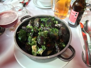Mussels with celery and parsley in white wine