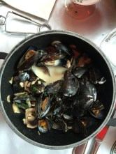 Mussels with mushrooms in cream and white wine.