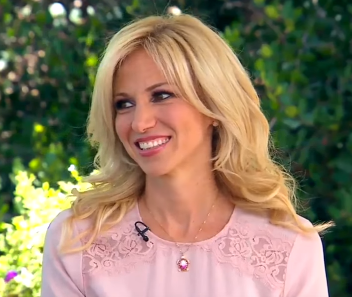 Debbie Gibson gives props
