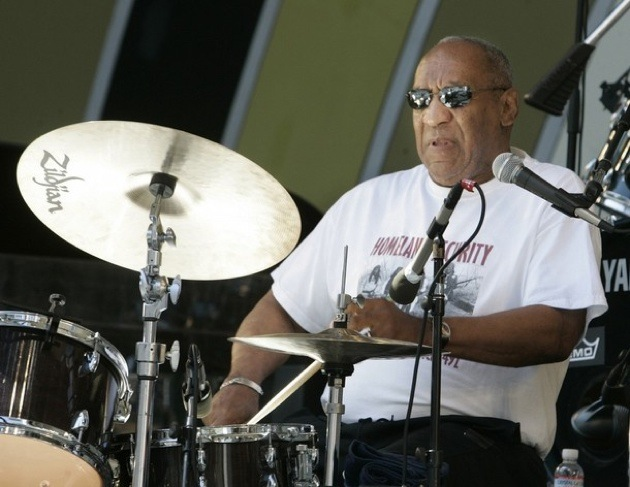 Comedian and actor Bill Cosby plays the drums as he performs with his group Cos of Good Music at the 30th annual Playboy Jazz Festival at the Hollywood Bowl in Hollywood, Calfiornia June 14, 2008.  REUTERS/Fred Prouser                  (UNITED STATES)