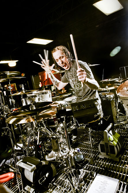 morgan-rose-of-sevendust-on-the-attack-2