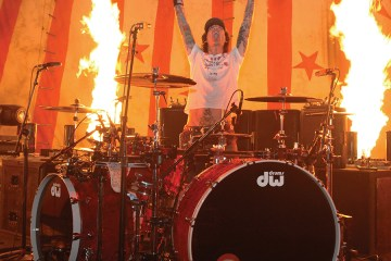 motley crue drummer tommy lee joins dw drums