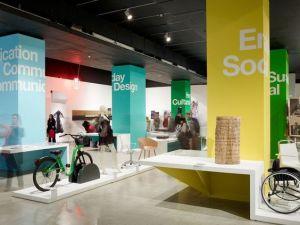 Retail storefront - pillar graphics, pillar wrap