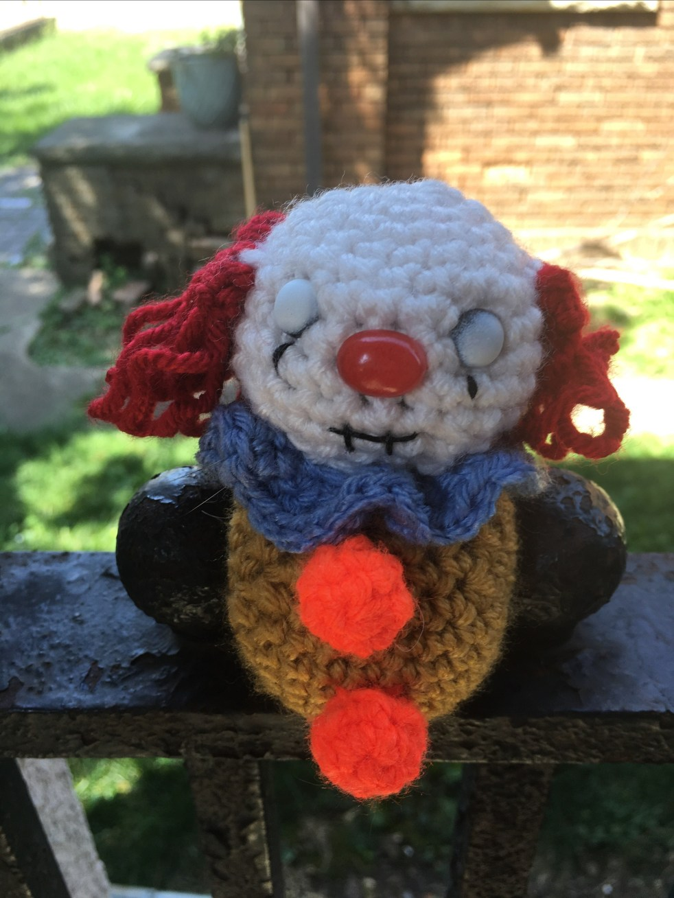 Crochet pattern for a mini Pennywise