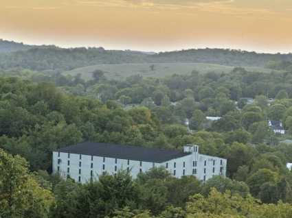 how-jack-daniels-makes-so-much-whiskeyin-such-an-old-distillery