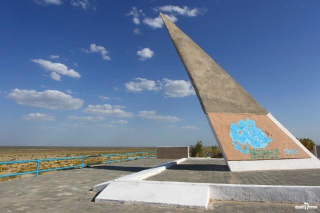 Муйнак. Памятник ушедшему Аральскому морю