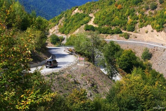 На своём авто в Грузию. Дорога в горах