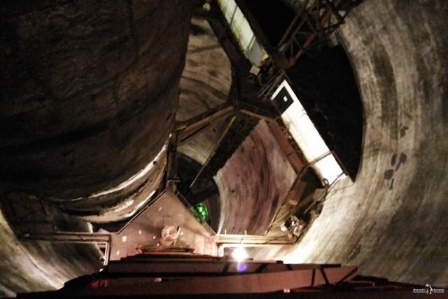 Труба 320 метров. Внутри
