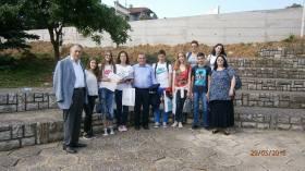 Смедеревски средњошколци са проф. Дешићем и проф. Стакићем