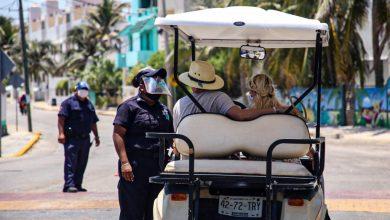 Photo of Exhortan a transeuntes a usar cubrebocas para contener la propagación del COVID-19 en Isla Mujeres