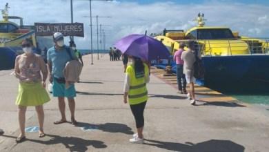"""Photo of Llaman """"Gorras Amarillas"""" a no bajar la guardia ante el COVID-19 en Isla Mujeres"""