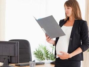 Wanita hamil bekerja