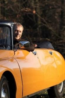 Egbert in zijn zelfbouw-cabrio