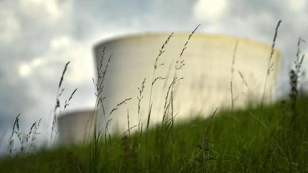Nucléaire: faut-il s'inquiéter de la situation de Tihange et de Doel?