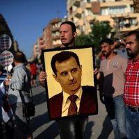 Des manifestants opposés à une intervention militaire en Syrie portent le portrait du président Bachar al-Assad à Hatay, en Turquie, le 1er septembre 2013
