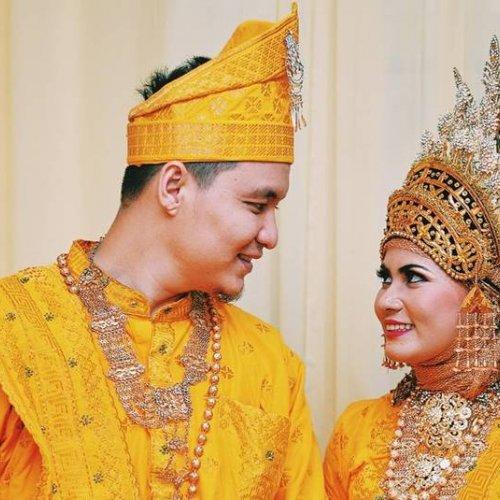 Menikah Dengan Adat Sumatera Inilah 9 Ragam Baju Adat Sumatera Yang Wajib Kamu Tahu 2020