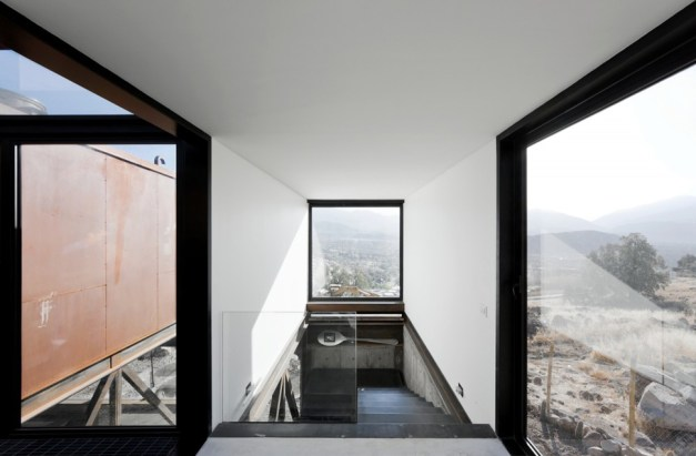 twelve-shipping-containers-combined-into-a-modern-mountain-house-16