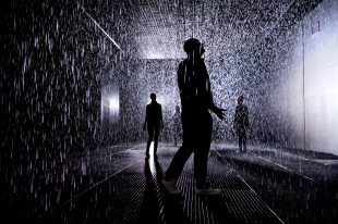3.-Rain-Room-Installation-images-©-Felix-Clay.-Rain-Room-Random-International-2012.-Courtesy-of-Barbican-Art-Gallery