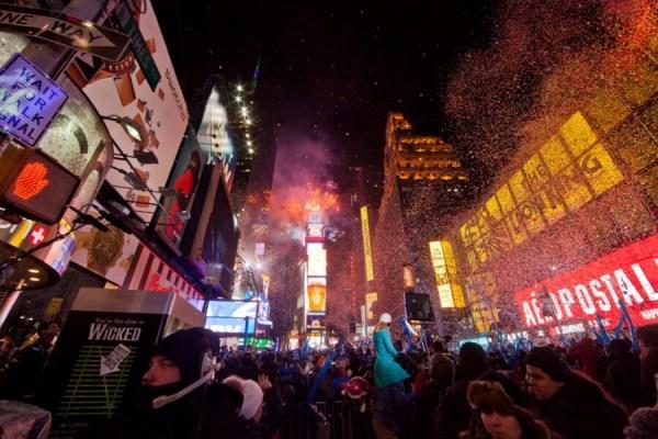 Host a Kid-Friendly New Year's Eve Bash – dsm4kids.com