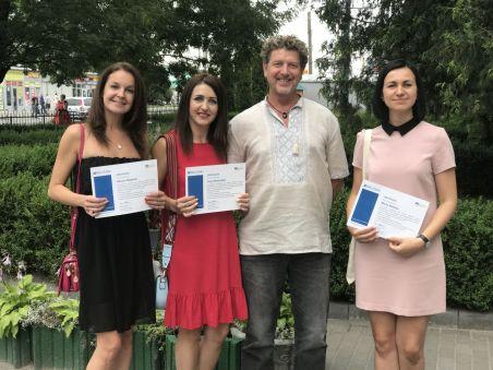 Саймон Етертон, менеджер програм з англійської мови British Council Ukraine, та викладачі кафедри практики англійської мови