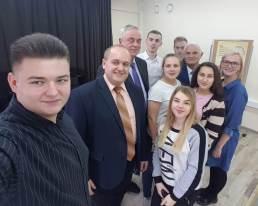 Фото на згадку iз членами журi та командою ВНЗ Львiвщини