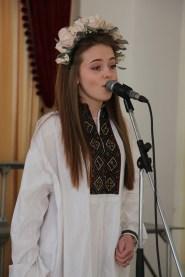 Студентка історичного факультету Христина Семенда декламує вірш «Лілея»