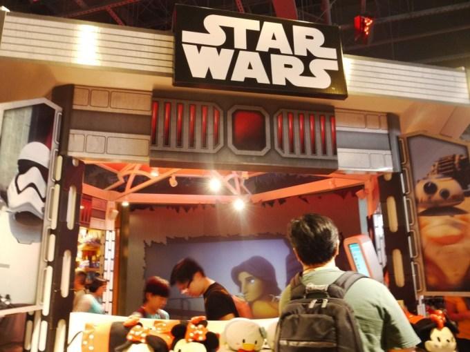 DisneyStore-05