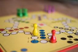 Unter Gamification wird die Anwendung spieltypischer Elemente in einem eigentlich spielfremden Kontext verstanden.