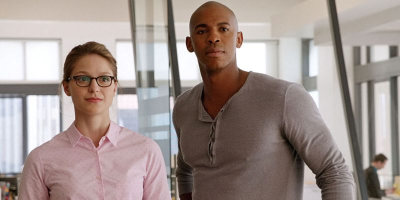melissa-benoist-and-mehcad-brooks-in-supergirl