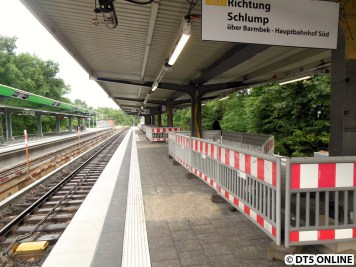 Ein Blick vom und auf den neuen Bahnsteig