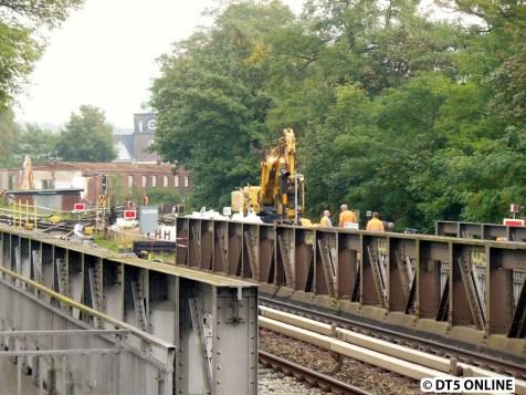 Es werden Gleisbauarbeiten an der Weiche U3 -> U1 getätigt. Die U1-Teile wurden bei der letzten U1-Wochenendsperrung erneuert.